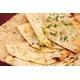 Bánh mì Ấn Độ nướng trong lò Tandoor